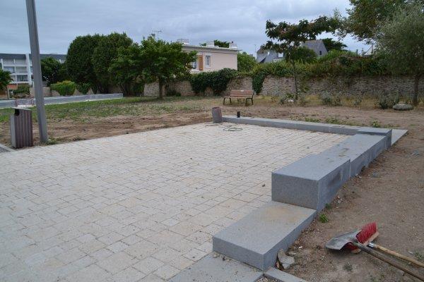 Qu 39 est ce que c 39 est que ces gros blocs de beton au jardin for Bloc beton jardin