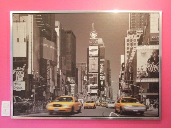 maintenant de ma chambre j 39 ai une vue sur new york made in ik a ahah ici c 39 est comme le mur. Black Bedroom Furniture Sets. Home Design Ideas