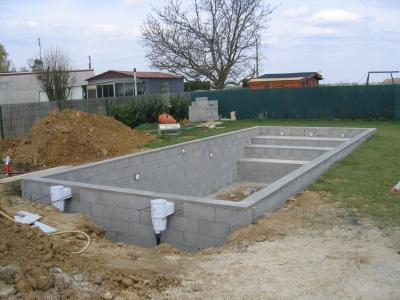 arase de finition 19 avril piscine fait maison. Black Bedroom Furniture Sets. Home Design Ideas