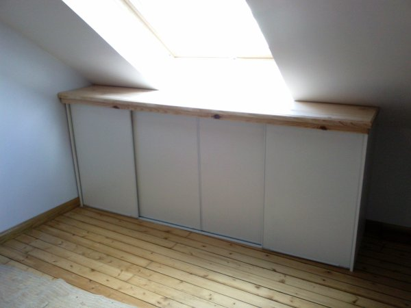Placard coulissant sous pente for Maison optimal chambery