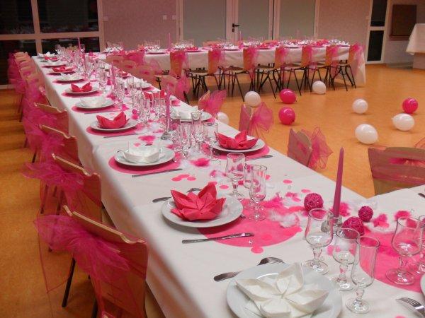 Anniversaire fushia et blanc la deco de marie for Salle de bain design avec décoration de table pour anniversaire 20 ans