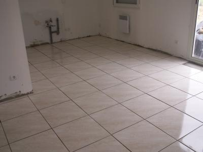 Carrelage 30 03 08 tapes d 39 un projet immobilier for Carrelage mal pose