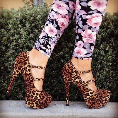 Topuklu leopar ayakkabı
