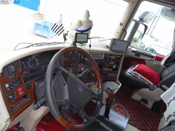 Scania r500 v8 transports yvoir bienvenue sur le blog for Interieur camion scania