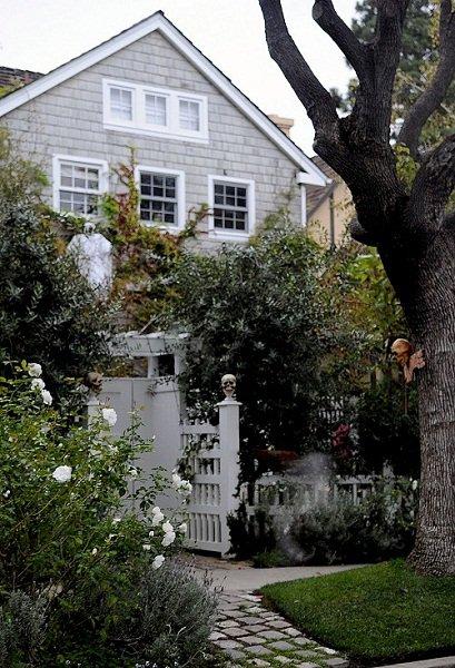 La maison de simon d cor e pour halloween blog de simon baker 06 - Maison decoree halloween ...
