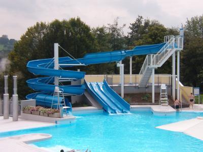 La piscine de w gimont 2 ma tribu au grand complet enfants et chihuahuas for Prix grande piscine