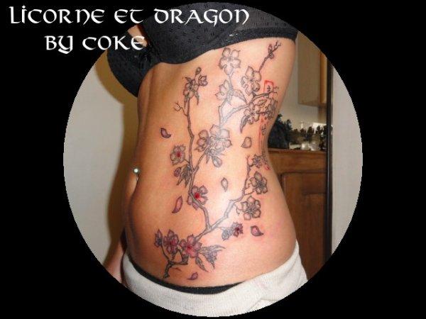 tatouage personnalis ailes et branche de cerisier en. Black Bedroom Furniture Sets. Home Design Ideas