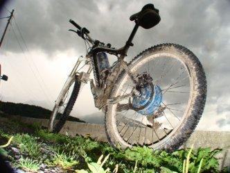 VTT �lectrique Haut Gamme dans la boue