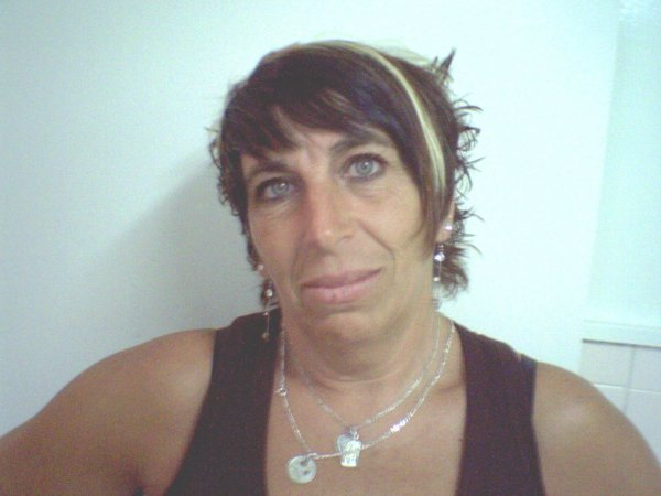 Coupe courte fashion avec bandeau avec frange noir blog de coiffuregitano - Coupe frange courte ...