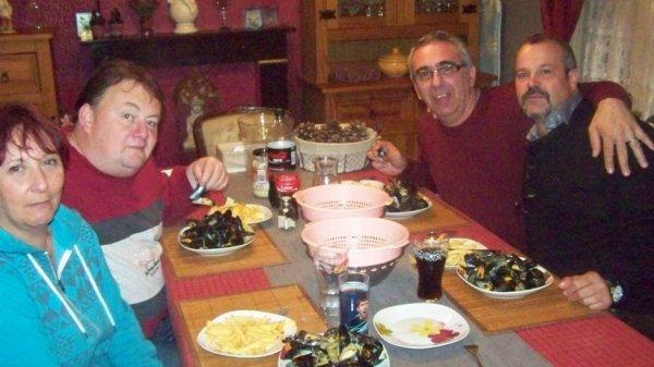 repas avec les amis e du sud canaris didier vanderhulst