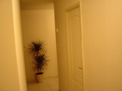 Enfin un couloir blanc fini la couleur placo plus que la - Peinture a la taloche ...