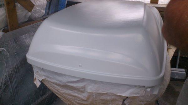 en train de mettre en peinture le coffre de toit pour les vacances c est bon caaaaaaa ma 206. Black Bedroom Furniture Sets. Home Design Ideas