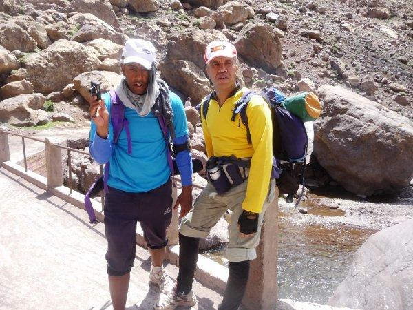 Suite :)  ASCM,cyclotourisme n�1au Maroc.la sortie :Jbel Toubkal+cascades Ouzoud+ Barrage Bin el-ouidane.(du16 au19 mai 2014).