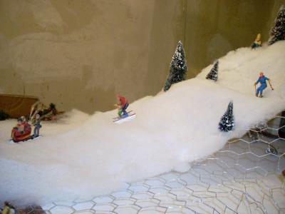 contruction de la piste de ski voici le village. Black Bedroom Furniture Sets. Home Design Ideas