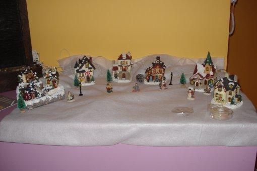notre petit village de noel minie. Black Bedroom Furniture Sets. Home Design Ideas