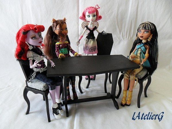 meubles pour monster high je suis une maman trentenaire. Black Bedroom Furniture Sets. Home Design Ideas