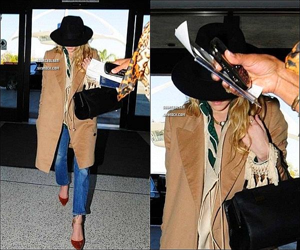 . 02/04/2012 : Ashley a �t� aper�u � l'a�roport LAX dans Los-Angeles. _________Enfin des news... .