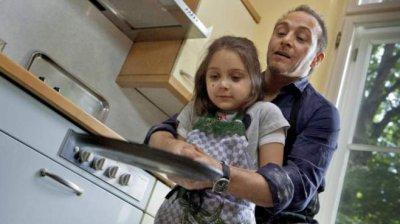 Erdogan Atalay et sa fille dans un �pisode de SOKO 5113.