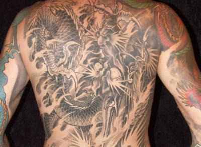 dragon dos complet tatouages tatoo le plus gros skyblog de. Black Bedroom Furniture Sets. Home Design Ideas