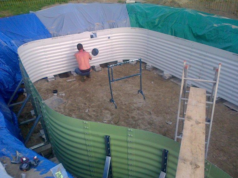 le montage de la structure construction piscine. Black Bedroom Furniture Sets. Home Design Ideas