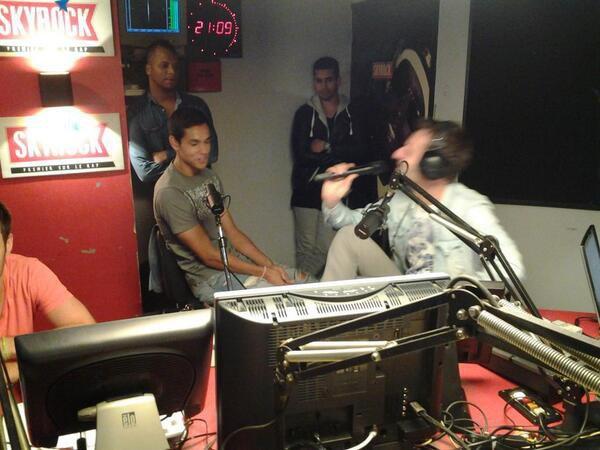 Le joueur de l'�quipe de foot alg�rien A�ssa Mandi est avec nous dans la Radio Libre ! #RadioLibreDeDifool