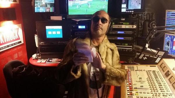 """Romano est pr�t pour la tournage du clip de """"GIGOTER"""" ce soir en live dans la Radio Libre ! Faites tourner l'info !!"""