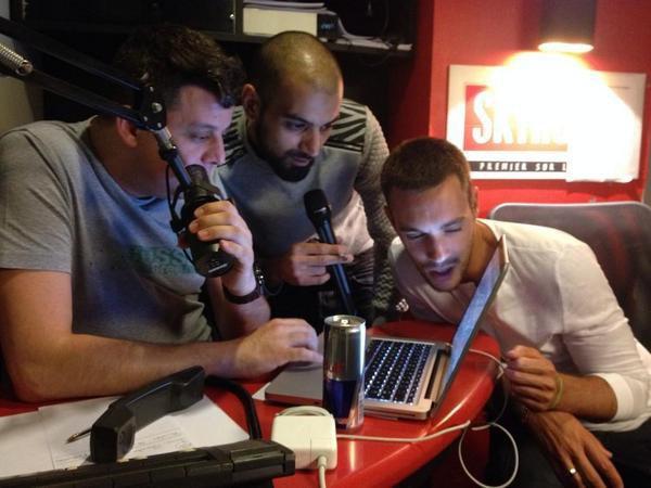 C�dric, Karim et Samy cherchent une stripteaseuse pour Kevin sur le net.. lol