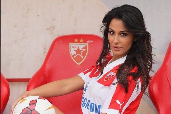 Voici la journaliste qui d�concentrait les joueurs de l'Etoile Rouge de Belgrade