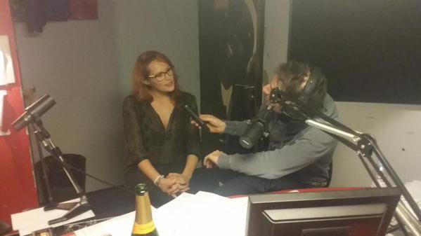 L'actrice X Emy Russo est avec nous dans la Radio Libre de Difool ! On en avait parl� hier soir, c'est la meuf qui a fait un strip-tease dans le m�tro ;)