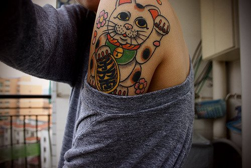 Les tatouages mis en sc�ne .. O� comment faire comprendre d'une fa�on maladroite que �a faisait des mois qu'elles  trainaient dans un dossier, sans jamais avoir su dans quelle cat�gorie les placer ><