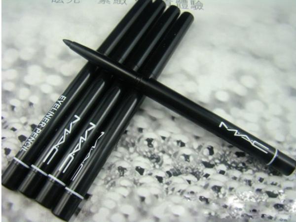 crayon yeux noir r tractable mac eyeliner pencil blog de ventemac. Black Bedroom Furniture Sets. Home Design Ideas