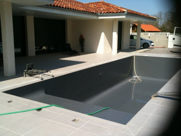 piscine contemporaine avec banquette blog de piscine larrey. Black Bedroom Furniture Sets. Home Design Ideas