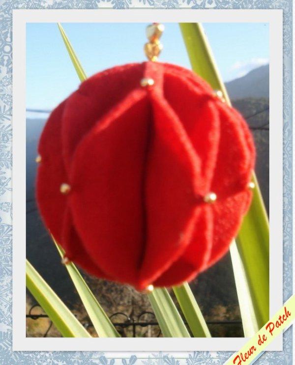 D coration de no l boule en feutrine fleur de patch for Decoration noel feutrine