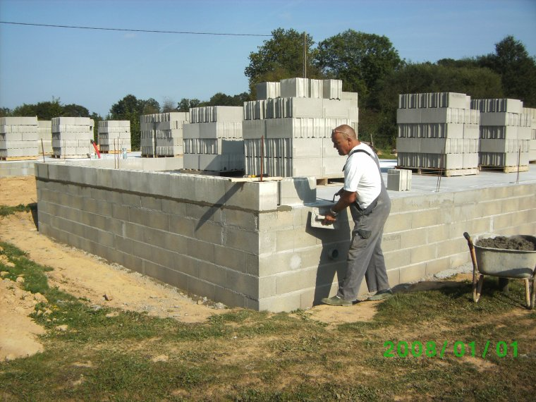4 septembre 2012 pose 1er rang de parpaing sur colle for Construction garage parpaing plan