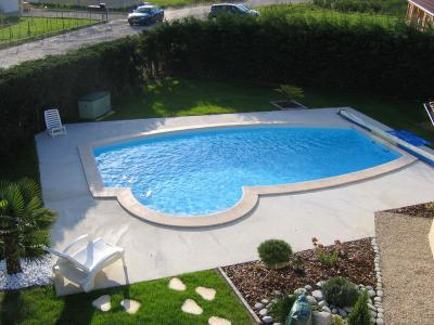 piscine vue d 39 en haut construction de notre piscine. Black Bedroom Furniture Sets. Home Design Ideas