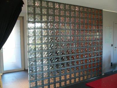 mur de briques de verre fin qu 39 est ce qu 39 on est bien. Black Bedroom Furniture Sets. Home Design Ideas