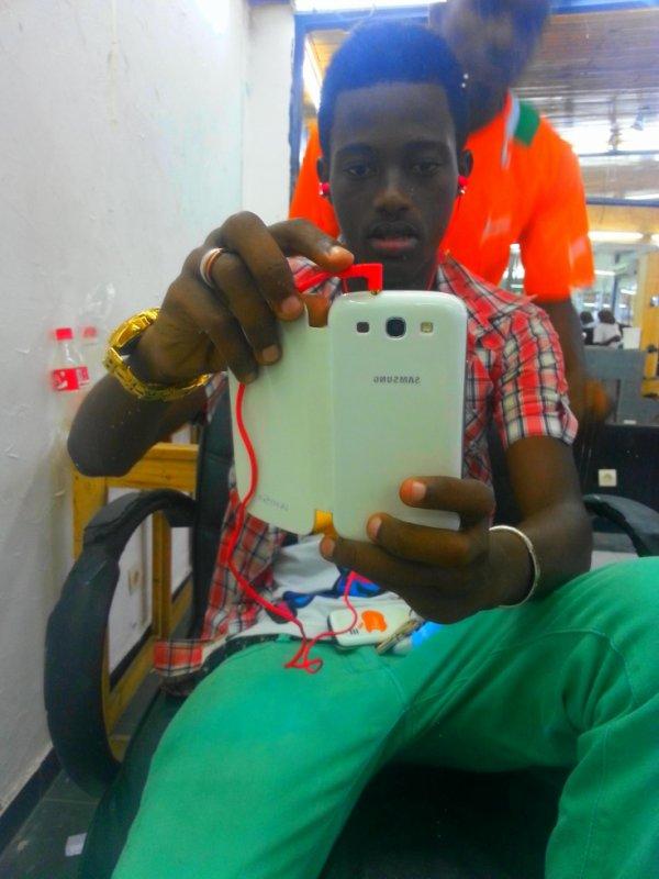 au salon de coiffure