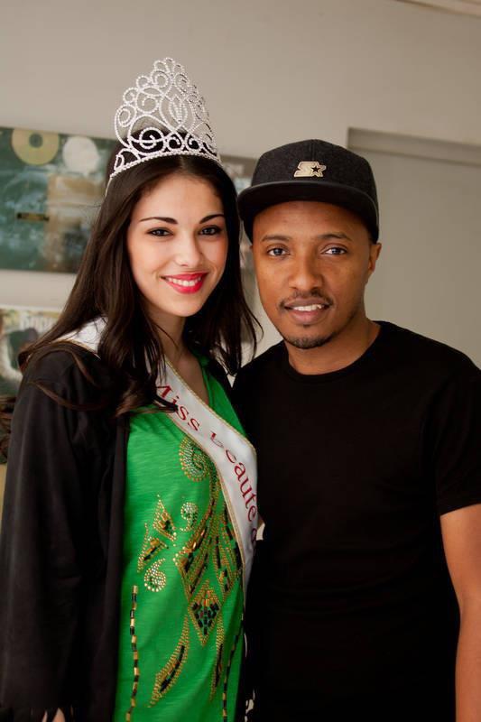 la miss beaute du maghreb 2013 accompagnee de Soprano