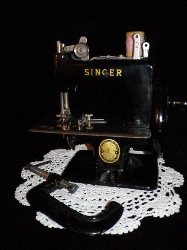 machine a coudre jouet singer efiona. Black Bedroom Furniture Sets. Home Design Ideas