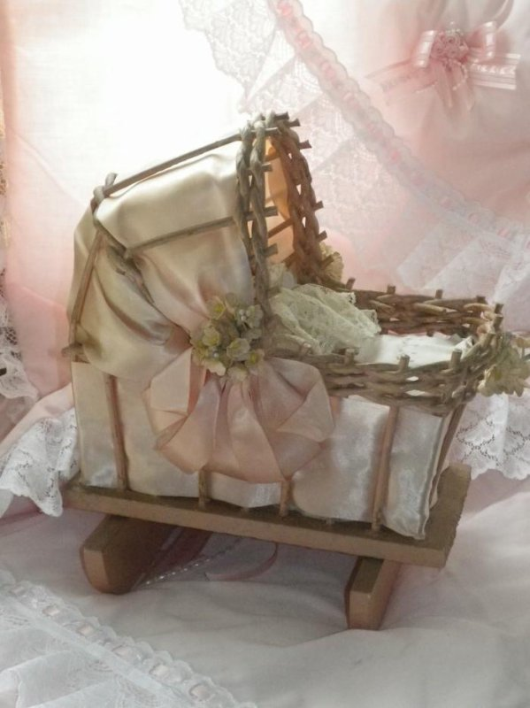 ancien berceau mo se miniature efiona. Black Bedroom Furniture Sets. Home Design Ideas