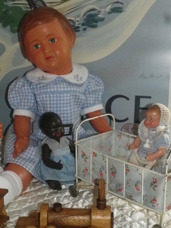 LES ENFANTS FONT CONNAISSANCE ET  S'AMUSENT