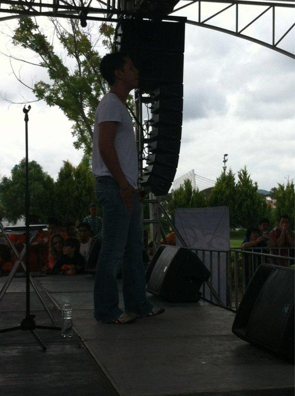 Christian Ch�vez se apresentando no EXA Orange Fest em Quer�taro, M�xico (19.08.12)