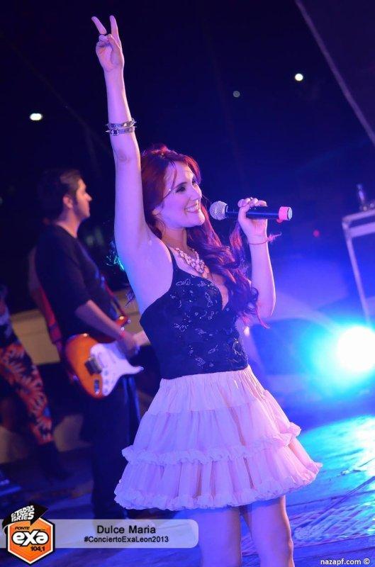 Dulce Mar�a e Maite Perroni se apresentando no Concierto Exa em Le�n, M�xico (09.10.13)