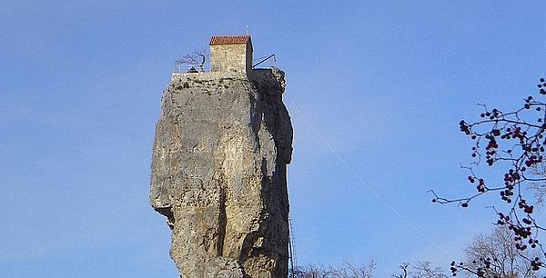 maison bâtie sur le roc