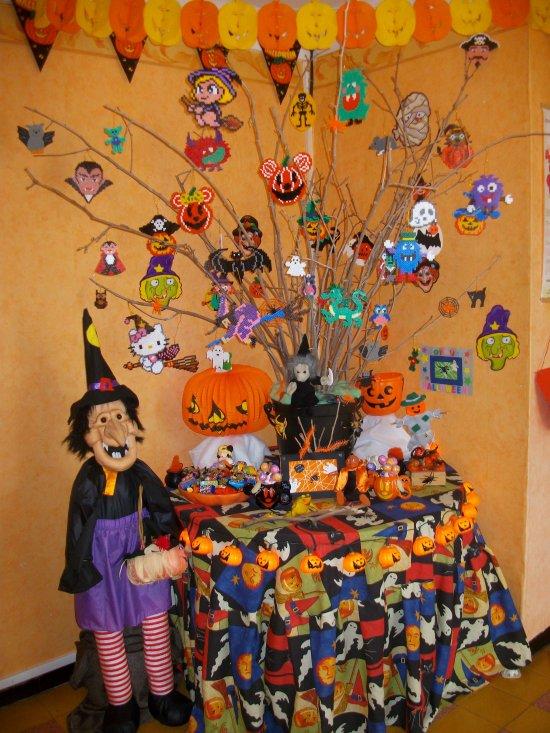 Arbre Halloween avec des sujets en perles hama ou perle a repasser