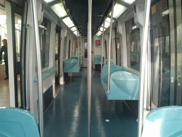 Un val 208 de lille sur la ligne c h r b callmette 4 for Metro interieur