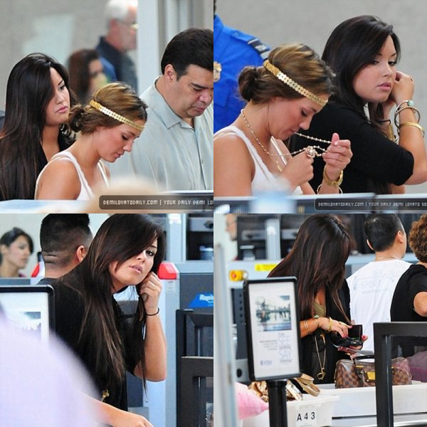 Demi � l'a�roport LAX w/ Dallas (sa soeur)