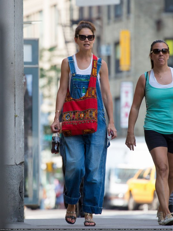 Katie dans New York avec une amie - le 10 Juillet -