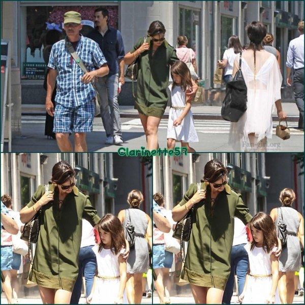 Katie et Suri dans New York - le 14 Juillet -