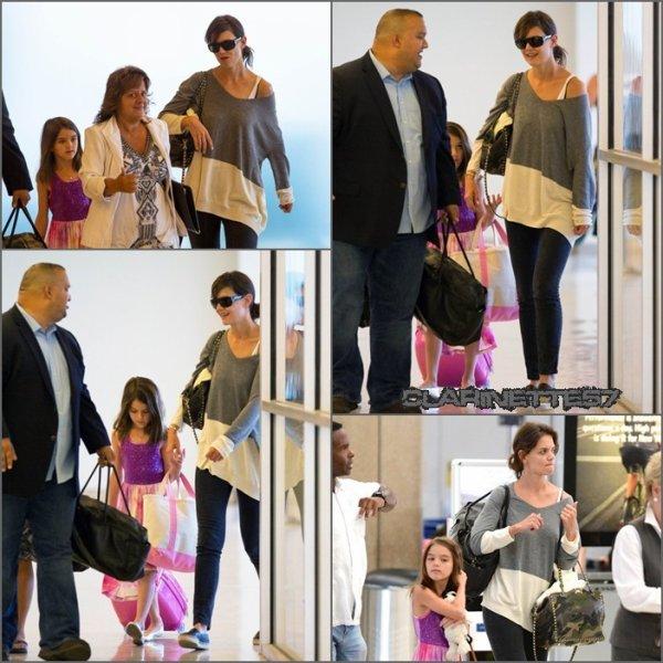 Katie et Suri arrivent � l'a�roport de New York et elles sont ensuite all�es se balader - le 23 Juillet -